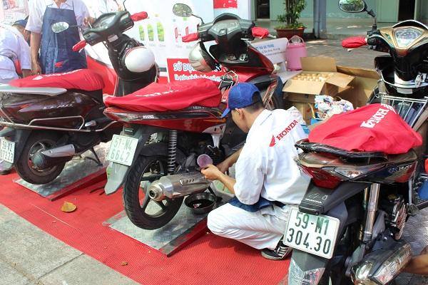 Xe máy Honda cần được kiểm tra và thay nhớt định kỳ